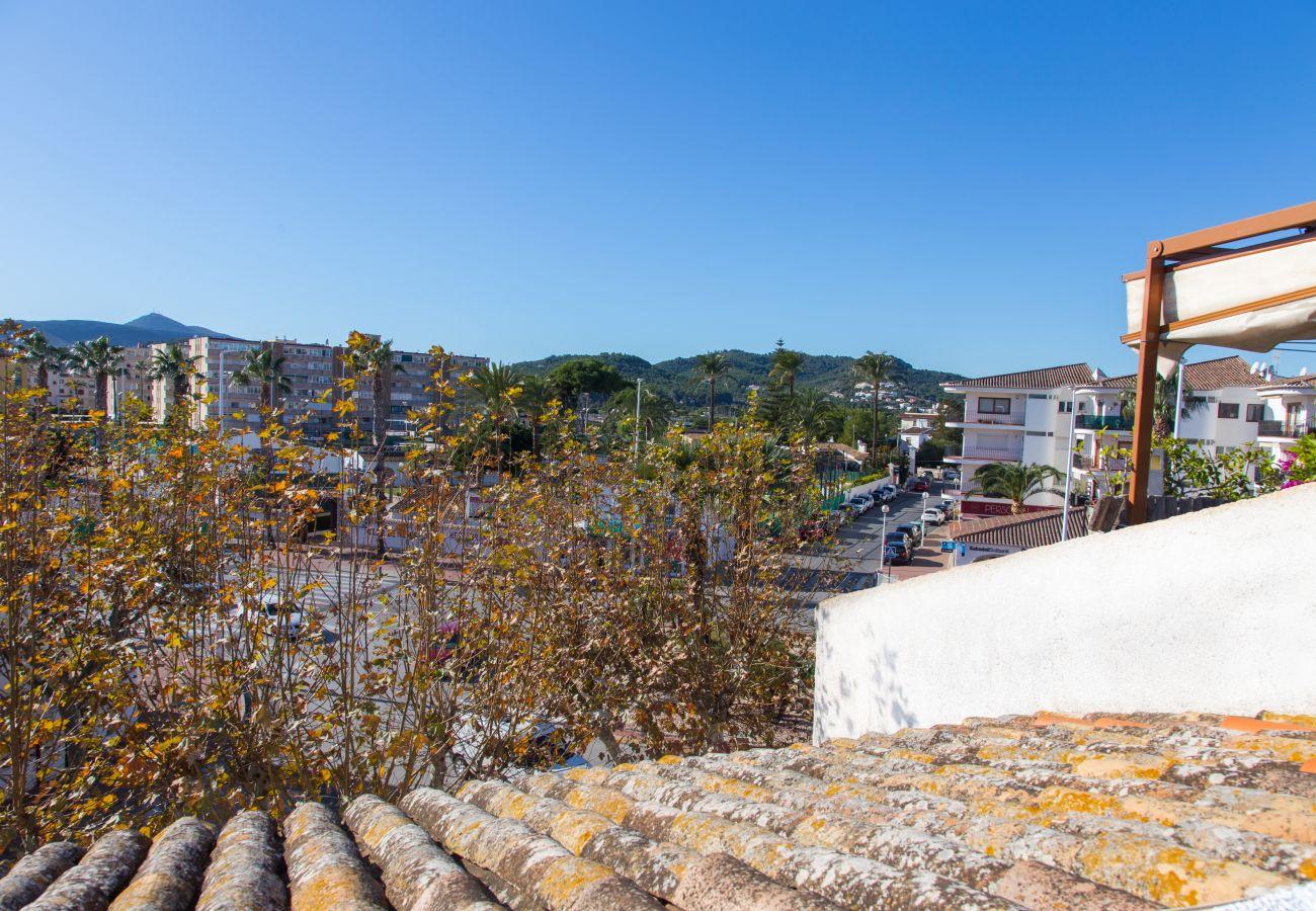 Maison mitoyenne à Javea - Javea townhouse with roof terrace 300m Arenal